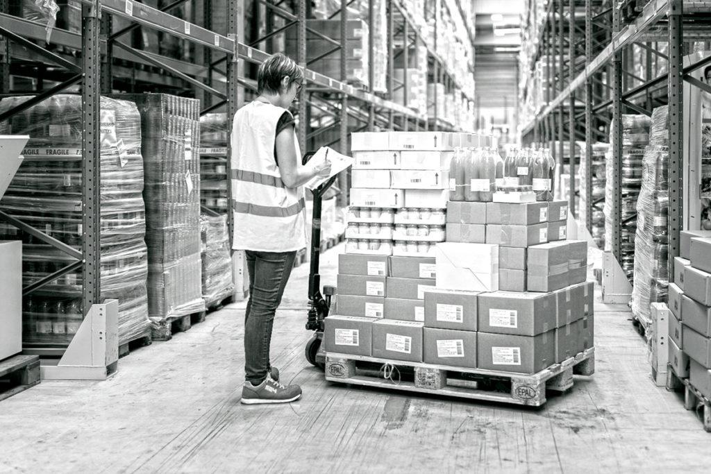 Préparation colis logistique contractuelle